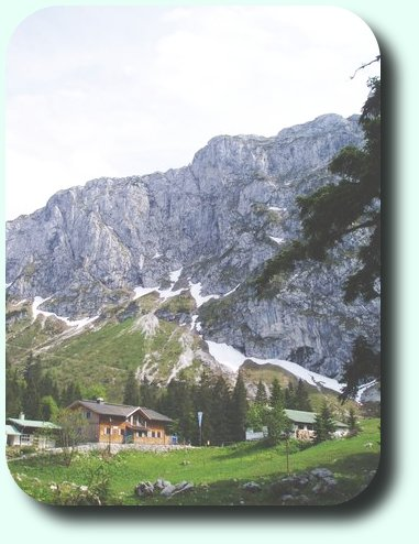 Picture: the hut in front of the Benediktenwand
